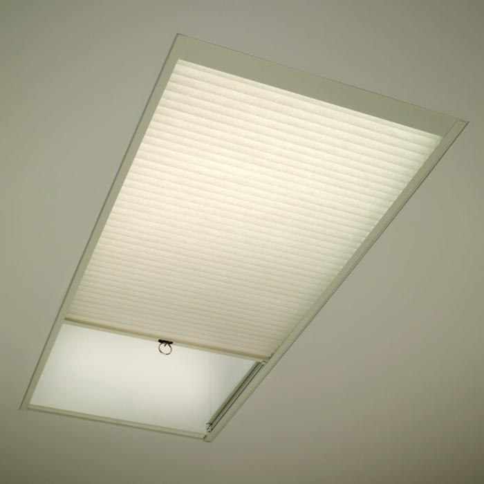 jalousien-für-dachfentser-wunderschöne-weiße-farbe