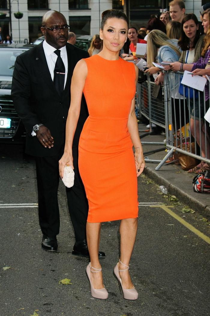 kleid-in-orange-einmaliges-schönes-desing