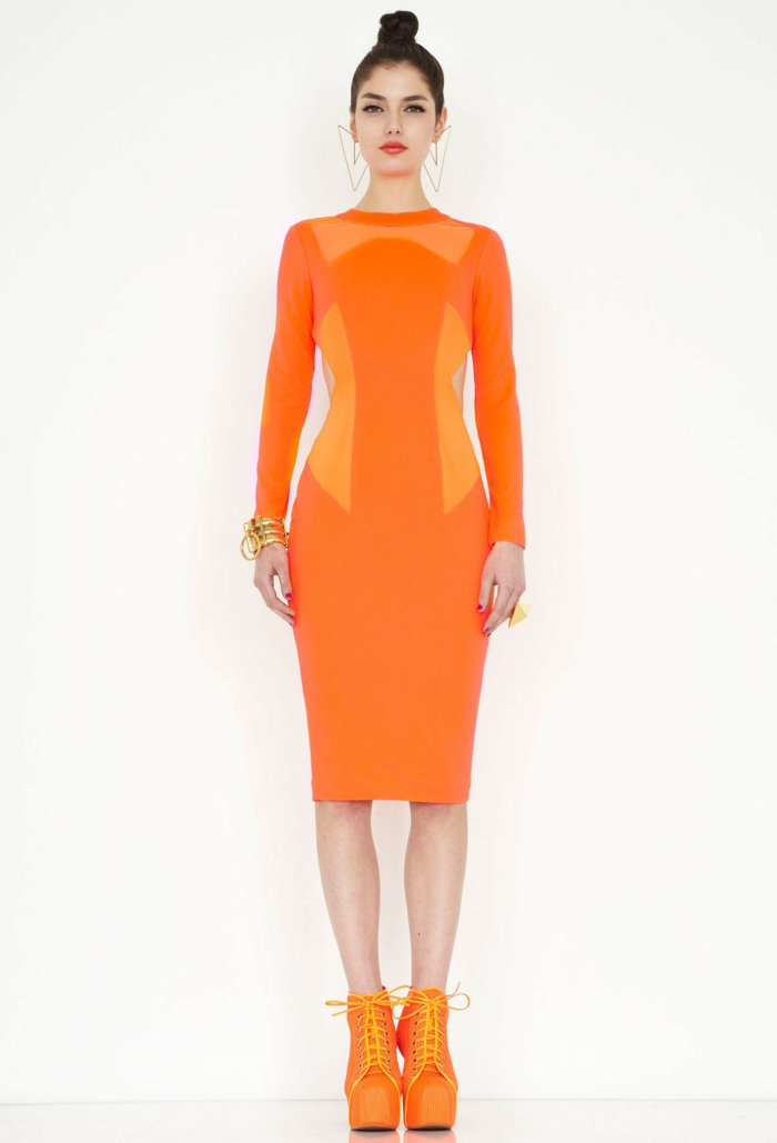 kleid-in-orange-extravaganter-look