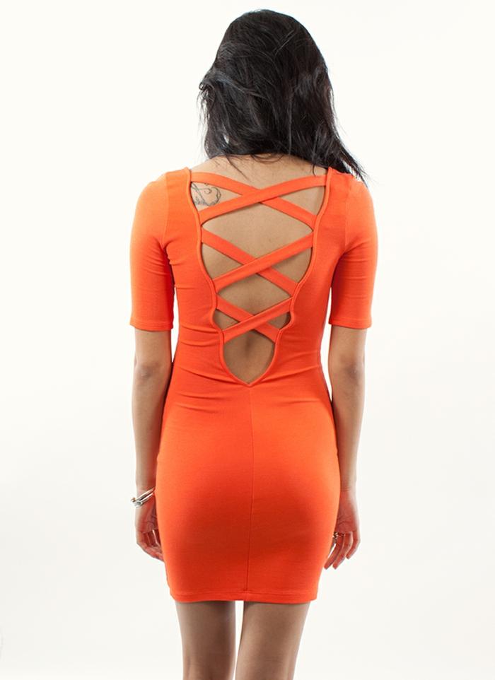 kleid-in-orange-foto-von-hinten-genommen