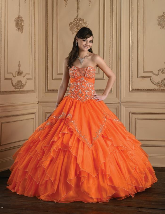 kleid-in-orange-großartiges-modell