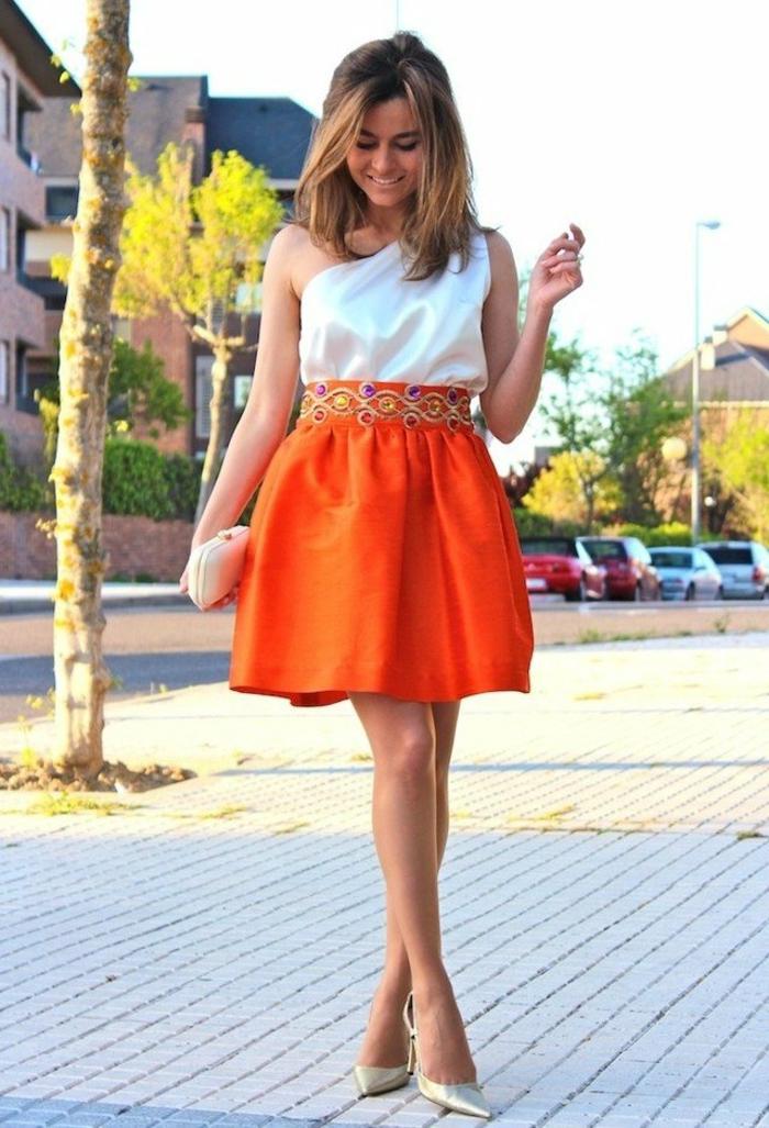 kleid-in-orange-kleines-schickes-modell