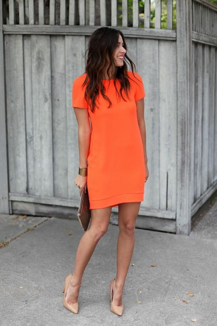 kleid-in-orange-kurzes-schickes-modell