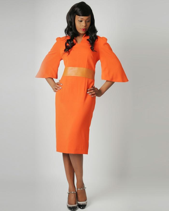 kleid-in-orange-langes-modernes-design