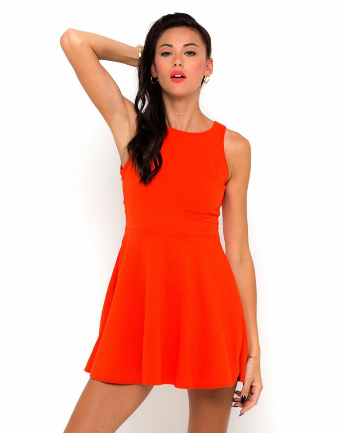 kleid-in-orange-rötliche-nuance