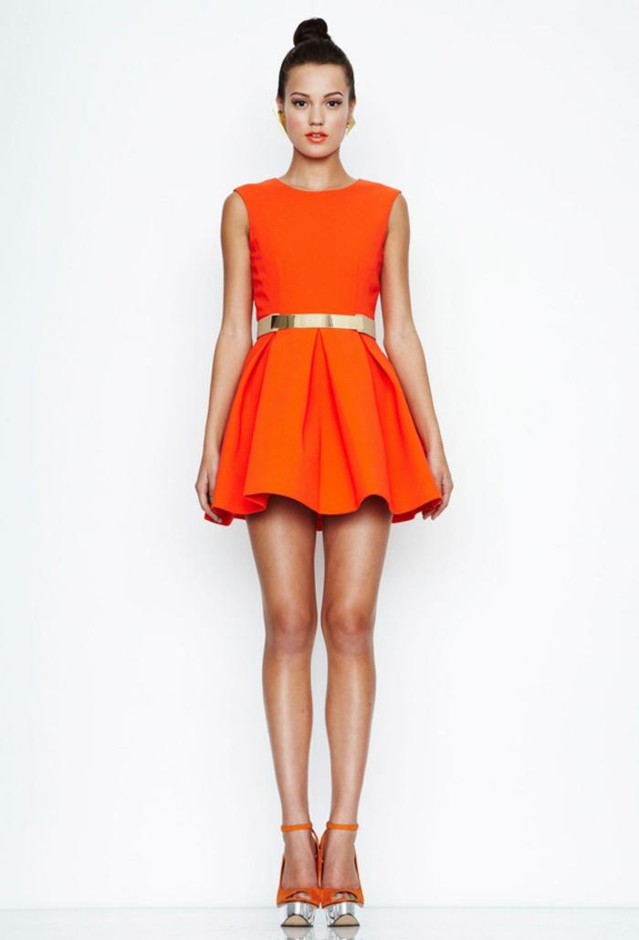 kleid-in-orange-schick-und-extravagant