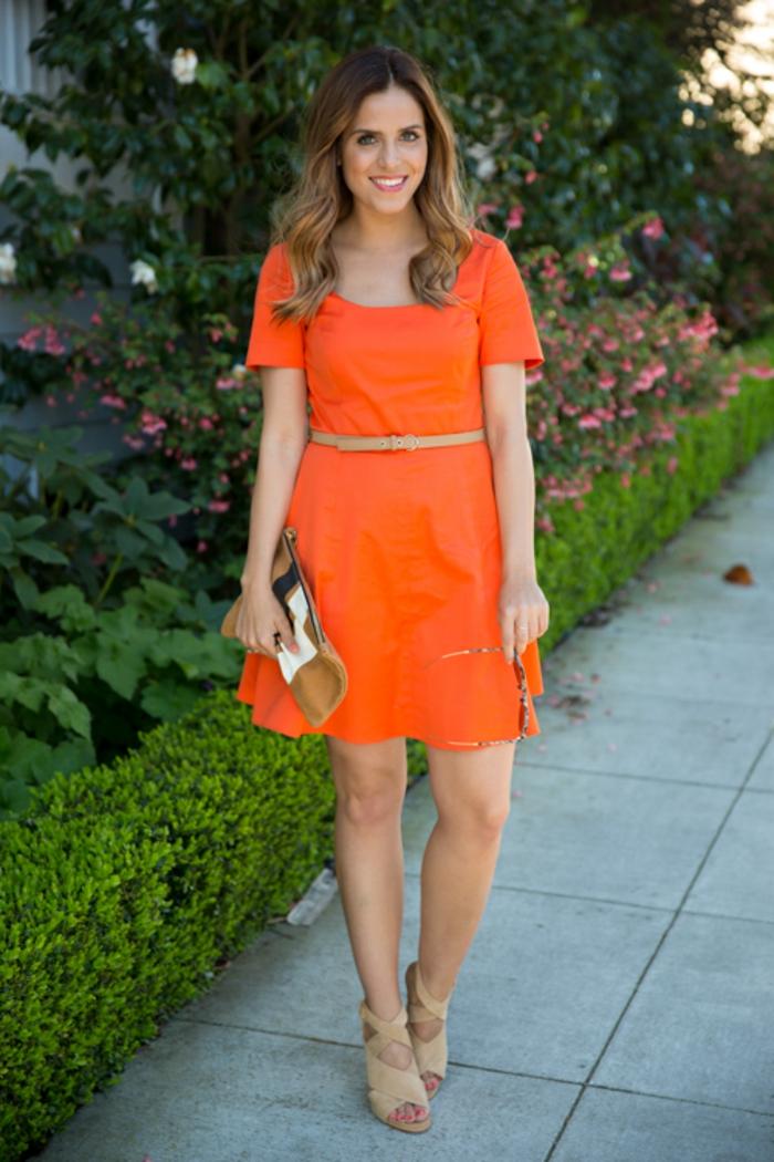 kleid-in-orange-sehr-süßes-aussehen
