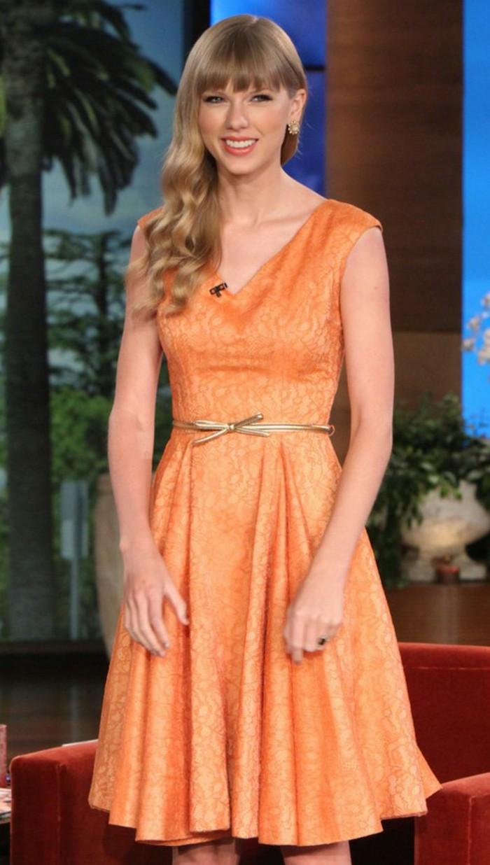 kleid-in-orange-taylor-swift