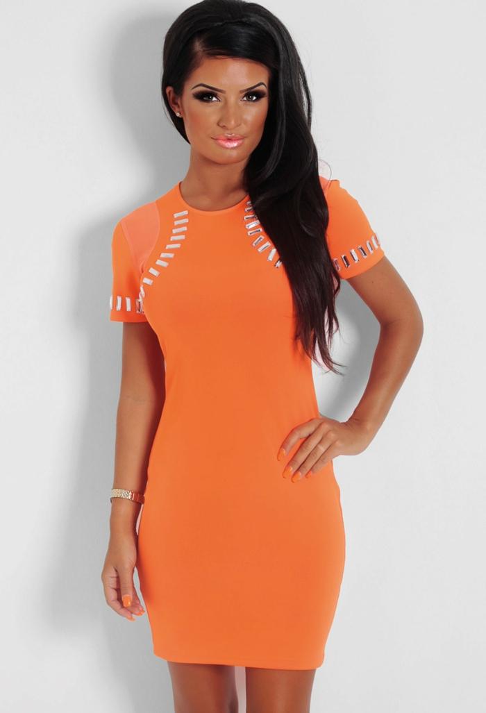 kleid-in-orange-wunderschöne-sexy-frau