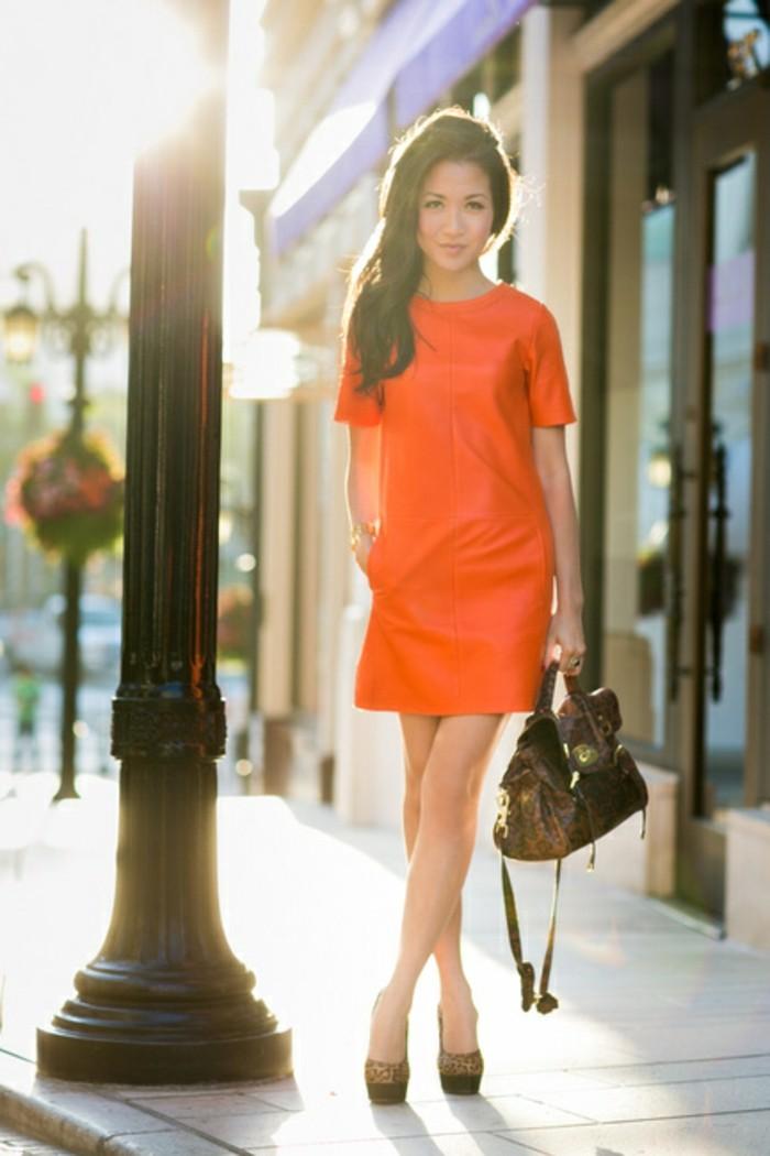 kleid-in-orange-wunderschönes-kurzes-design