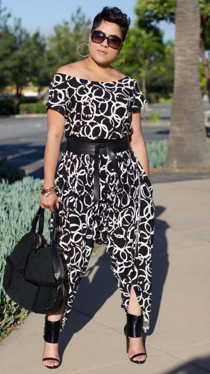 kleider für mollige, stylischer outfit für damen, hemdhose ins chwarz und weiß, großer gürtel