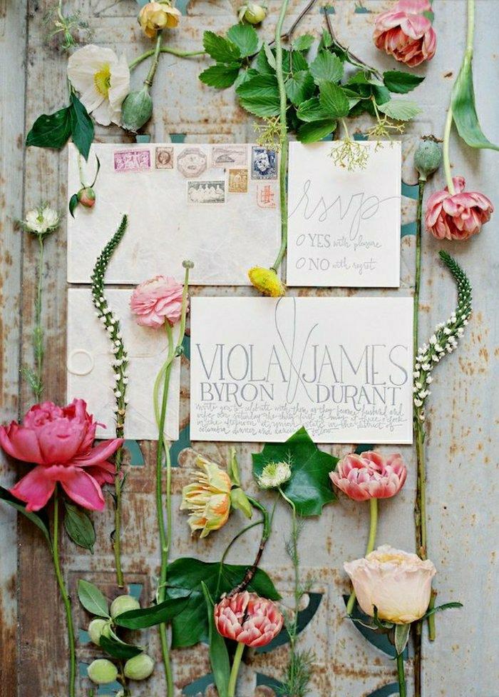 kreative-Idee-einladungskarten-hochzeit-romantische-Blumen-herrlich-wunderschöne-Zusammensetzung
