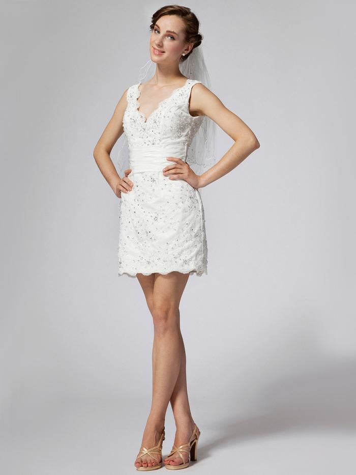 kurze-hochzeitskleider-weißer-hintergrund