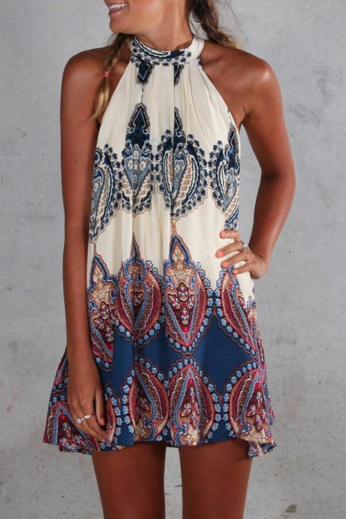 kurzes-boho-chic-Kleid-bunt-schönes-Muster