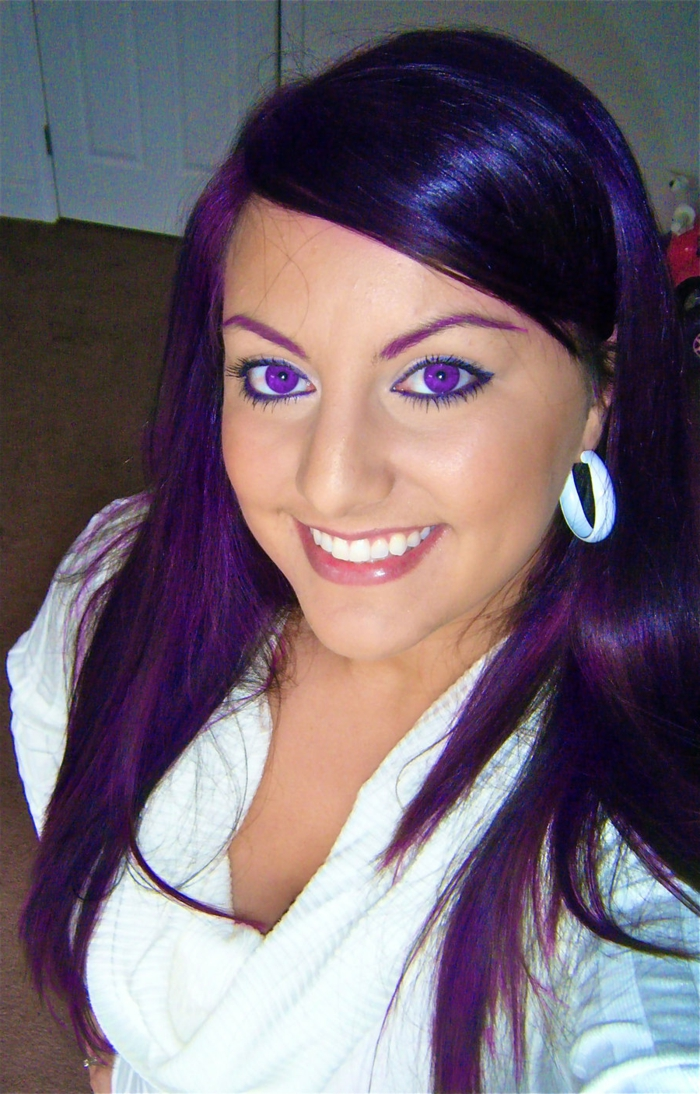 lila-haarfarbe-glatte-glänzende-haare
