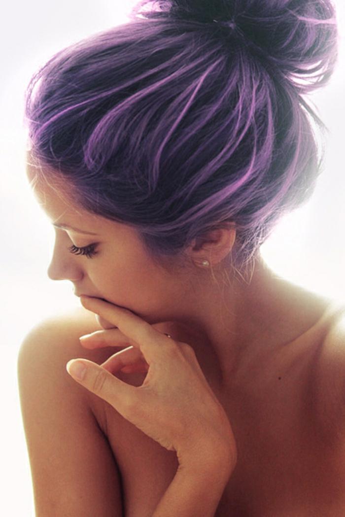 lila-haarfarbe-hochgesteckte-frisur