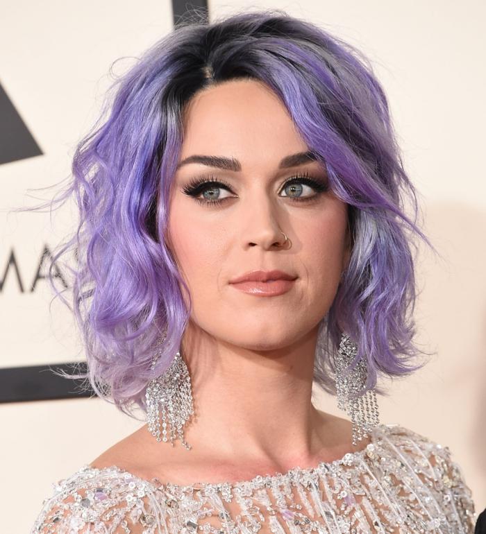 katy perry - schöne lila haare und ohrringe