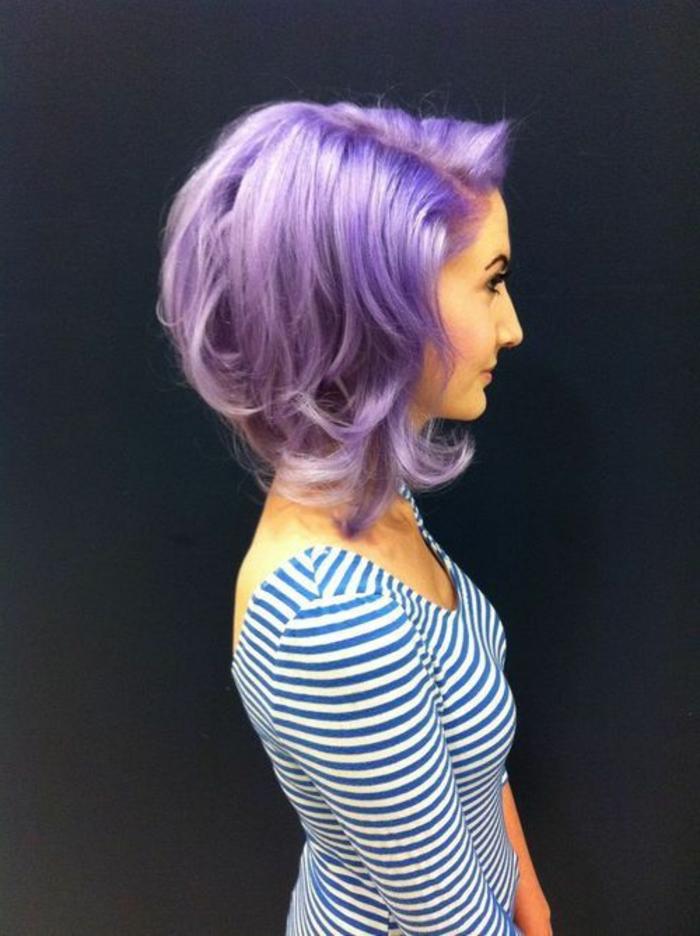 lila-haarfarbe-kurze-schöne-frisur