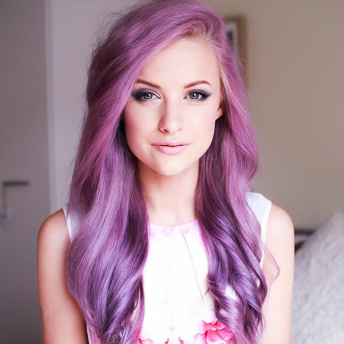 lila-haarfarbe-lange-herrliche-haare