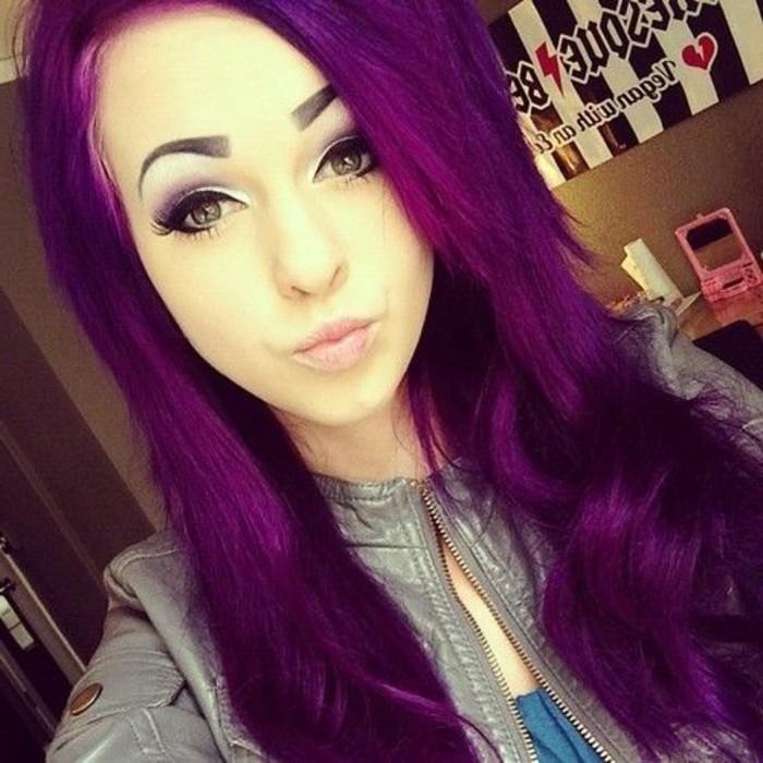 lila-haarfarbe-sehr-schönes-mädchen
