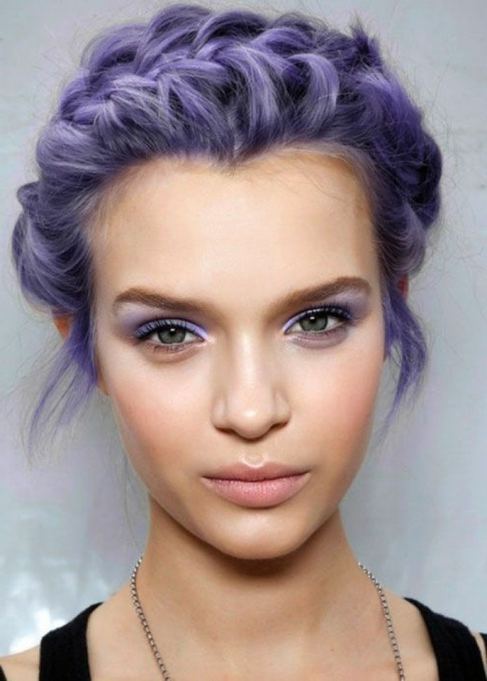 lila-haarfarbe-zopf