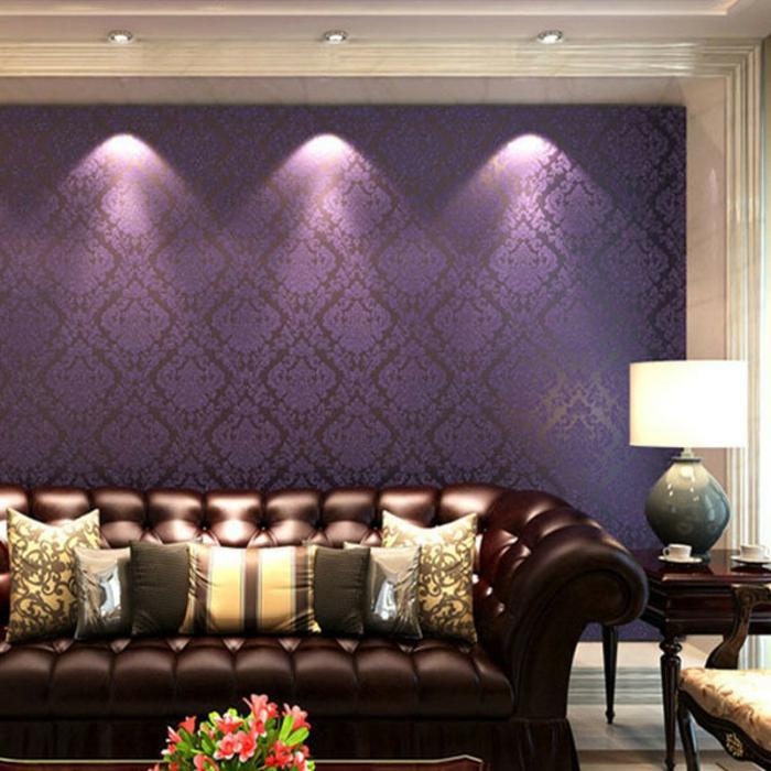 lila-tapete-interessantes-sofa