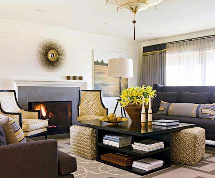 luxuriöses-Wohnzimmer-Kamin-couchtisch-mit-Hocker
