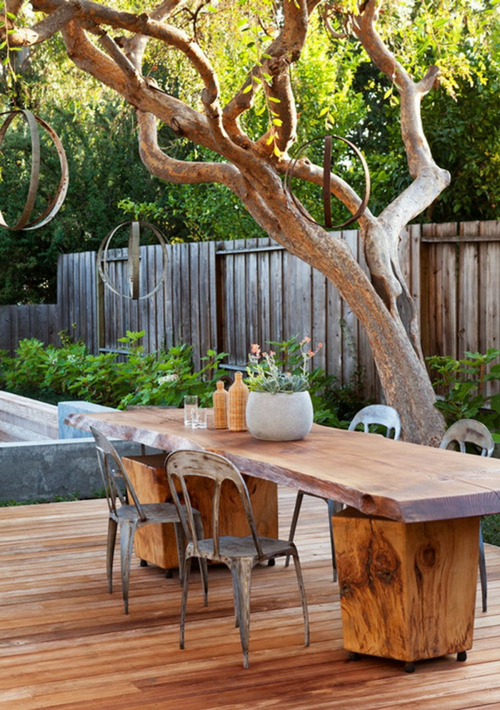 massivholz-gartenmöbel-Esstisch-Stühle-rustikaler-Stil-Baum-Dekoration