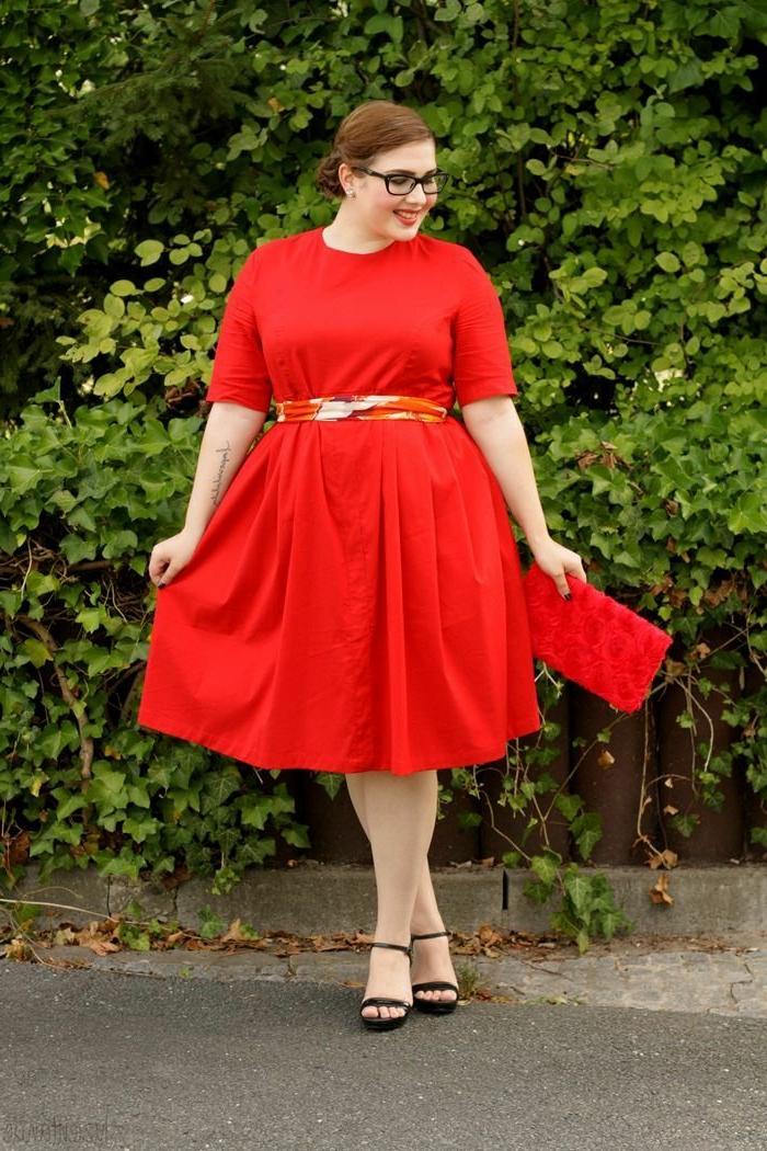 mode-für-mollige-rotes-kleid