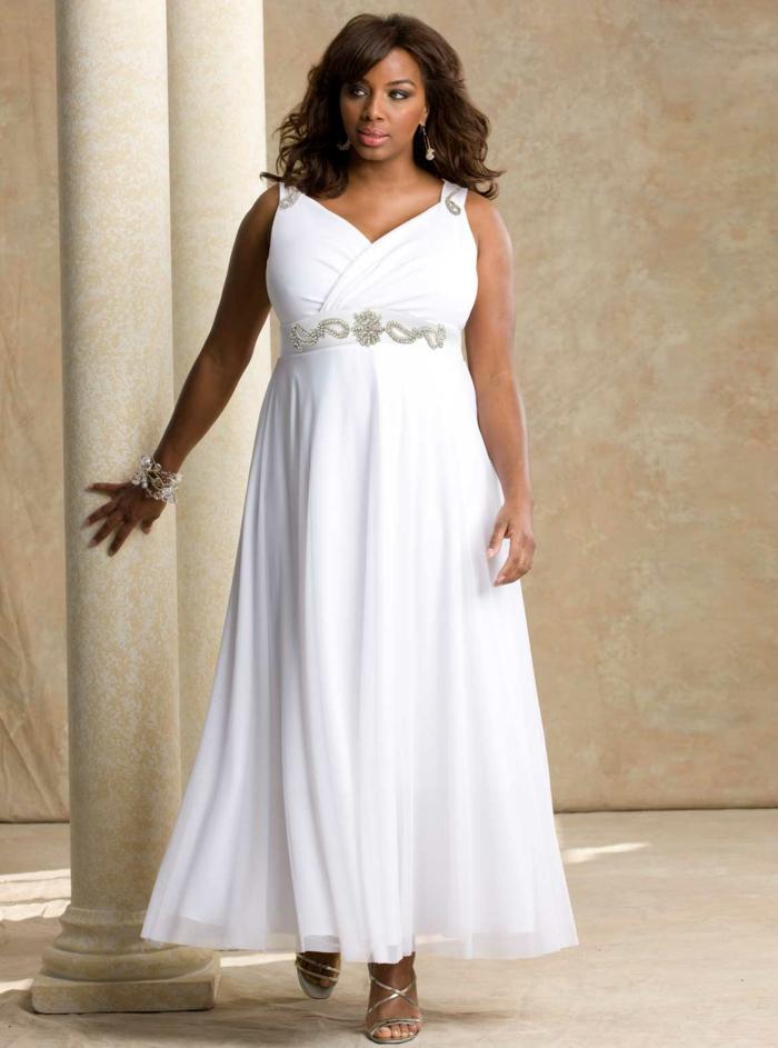 mode-für-mollige-weißes-elegantes-kleid