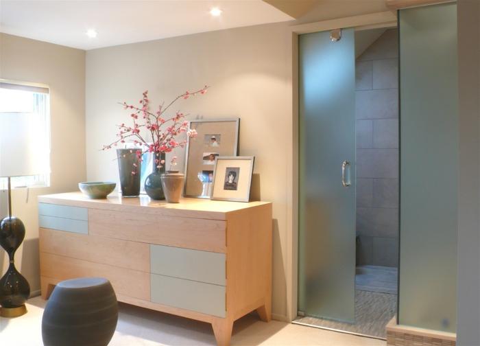 moderne-badeinrichtung-moderne-hölzerne-kommode