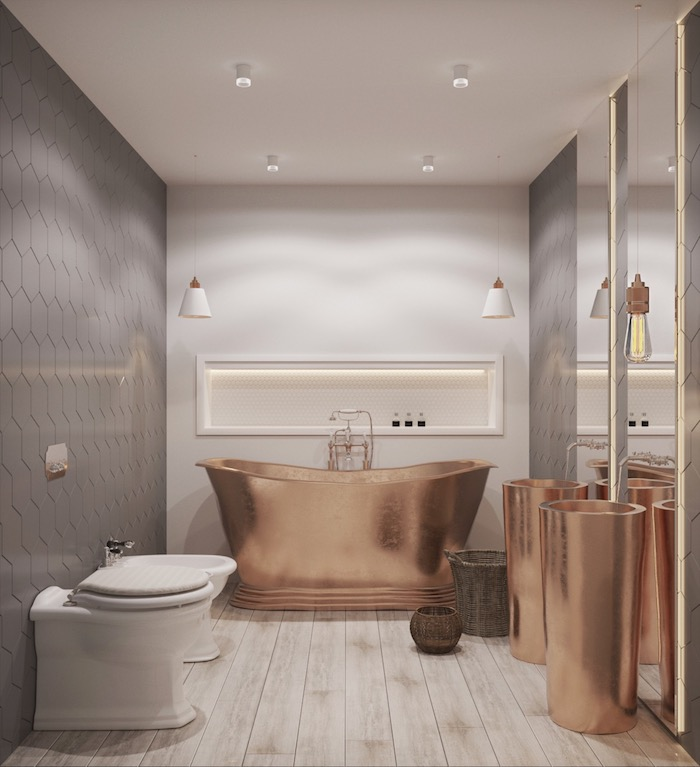 Badewanne und Waschbecken aus Kupfer, weißes Laminat, zwei Rattankörber, zwei Hängelampen