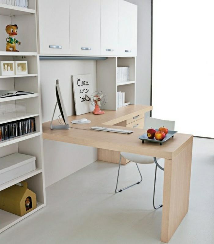 modernes-Interieur-Esstisch-Schreibtisch-mit-Regal-Souvenirs-weiße-Oberschränke-Äpfel