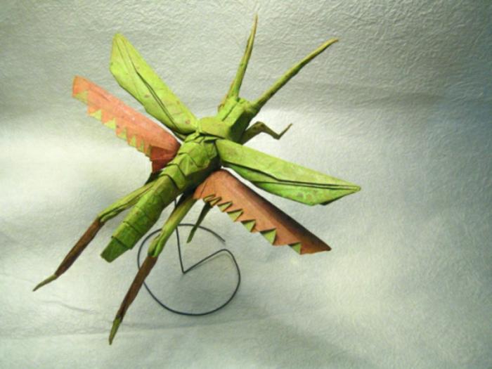 origami-tiere-ein-insekt-in-grün-und-orange