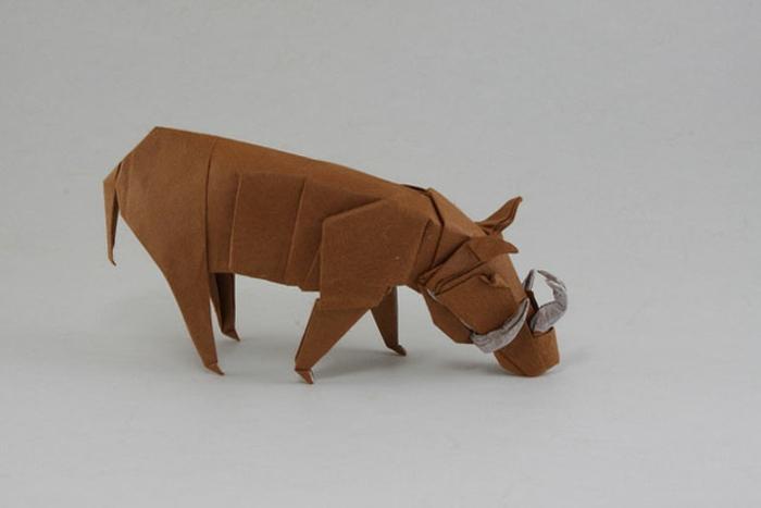 origami-tiere-ein-keiler - grauer hintergrund