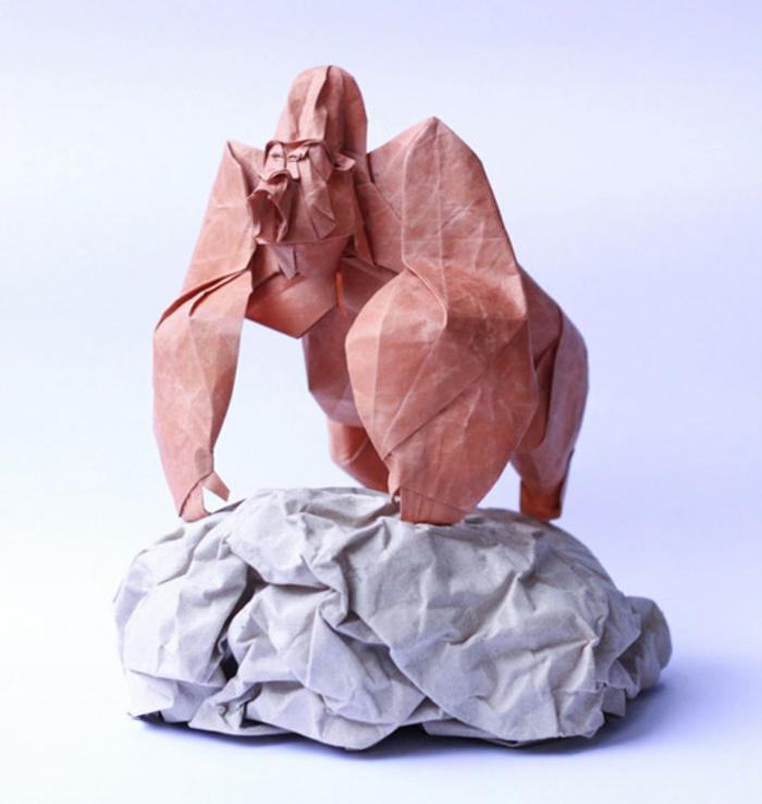 origami-tiere-ein-sehr-großer-gorilla