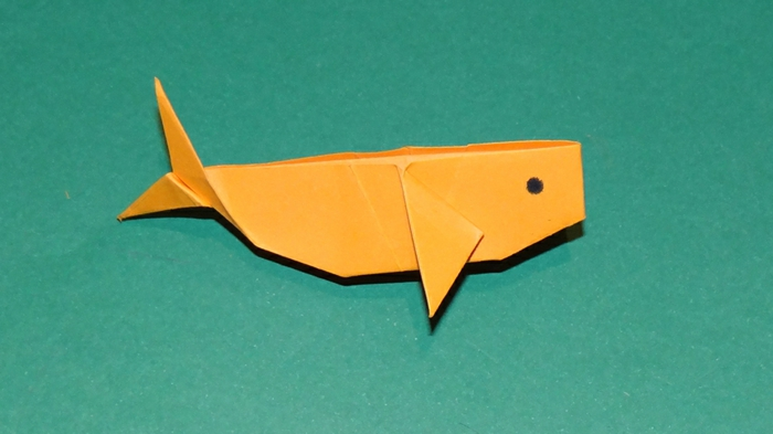 origami-tiere-ein-wal-in-gelb