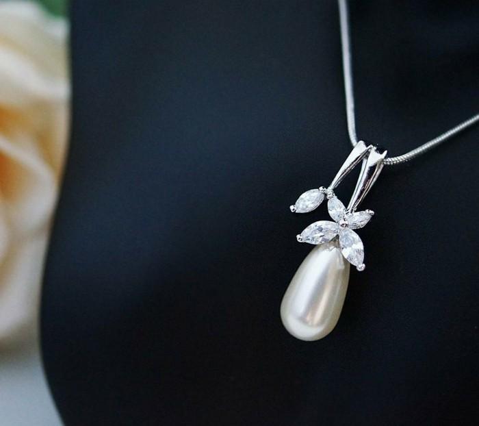 perlen schmuck -sehr-zärtlich-aussehen