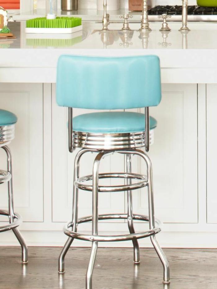 retro-Modell-Hocker-mit-Lehne-blau-cooles-Design