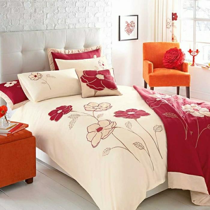 romantischer-Bettüberwurf-Blumen-Muster-beige-weinrot