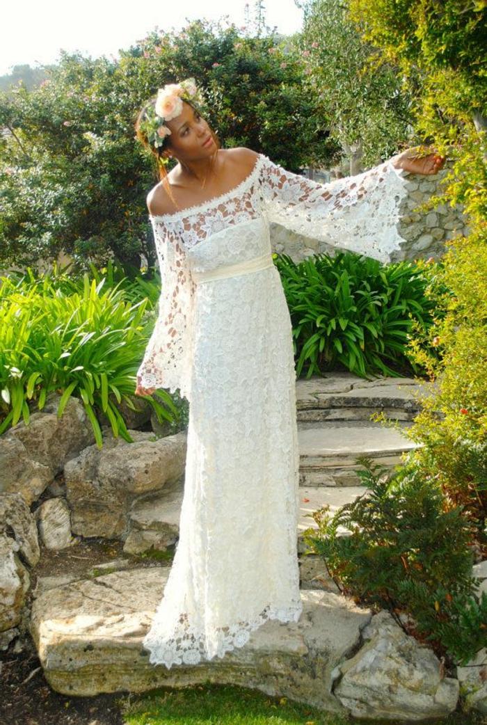 romantisches-Modell-Hochzeitskleid-weiß-Spitze-boho-style