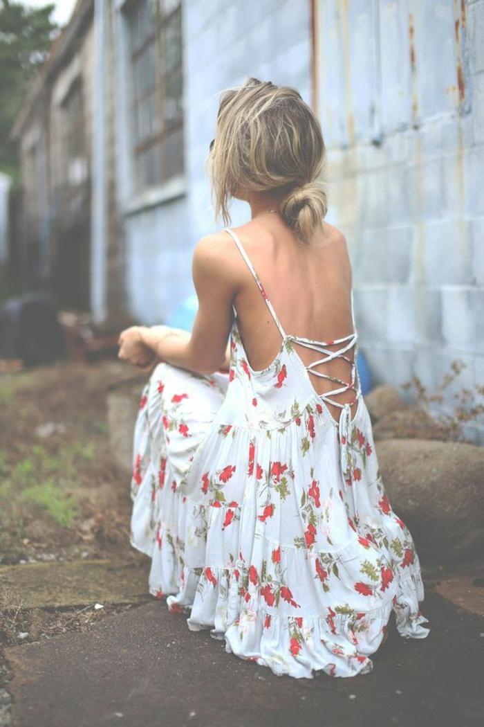 romantisches-böhmisches-Kleid-weiß-florales-Muster