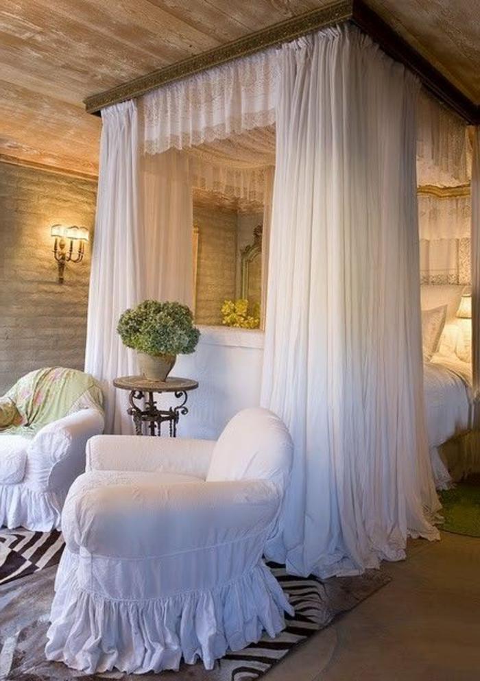 romantisches-bett-weiße-vorhänge