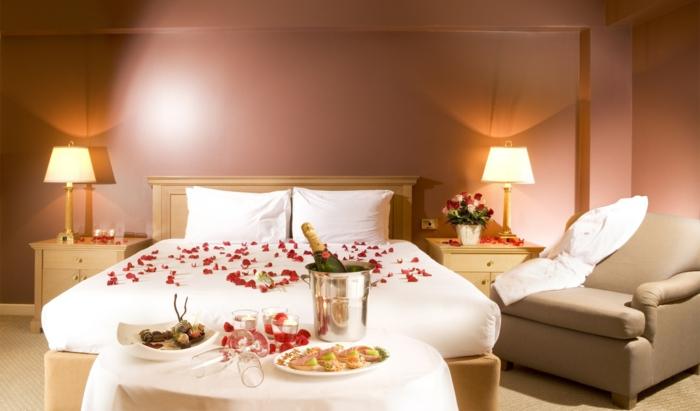 romantisches-bett-weißes-interieur