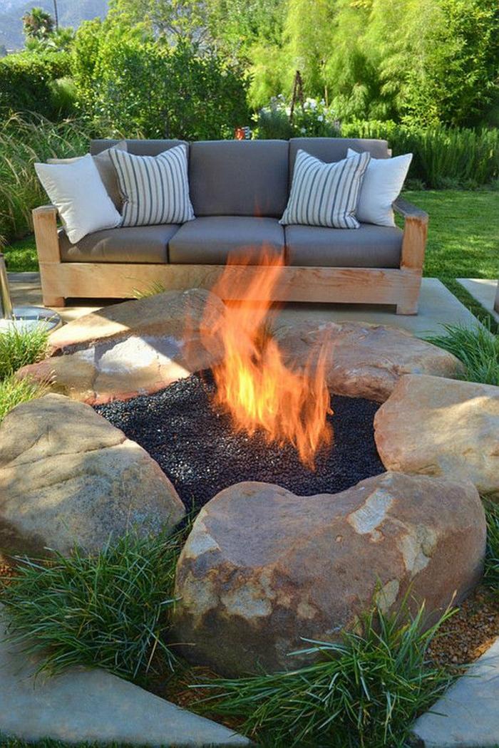 rustikale-Gartenmöbel-Sofa-Kissen-Feuergrube