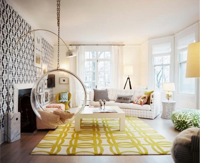 schaukel-im-kinderzimmer-goldener-teppich-darunter