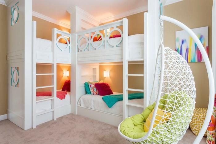 schaukel-im-kinderzimmer-weißes-möbel-bett-auf-zwei-etagen
