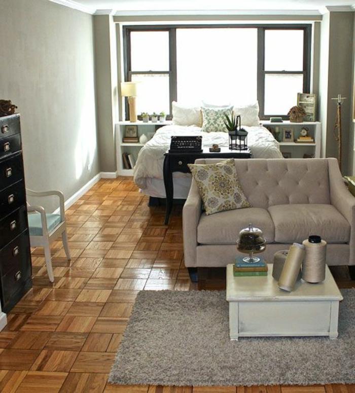 schlichtes-Interieur-graue-Couch-klein-praktisch-Platz-sparend