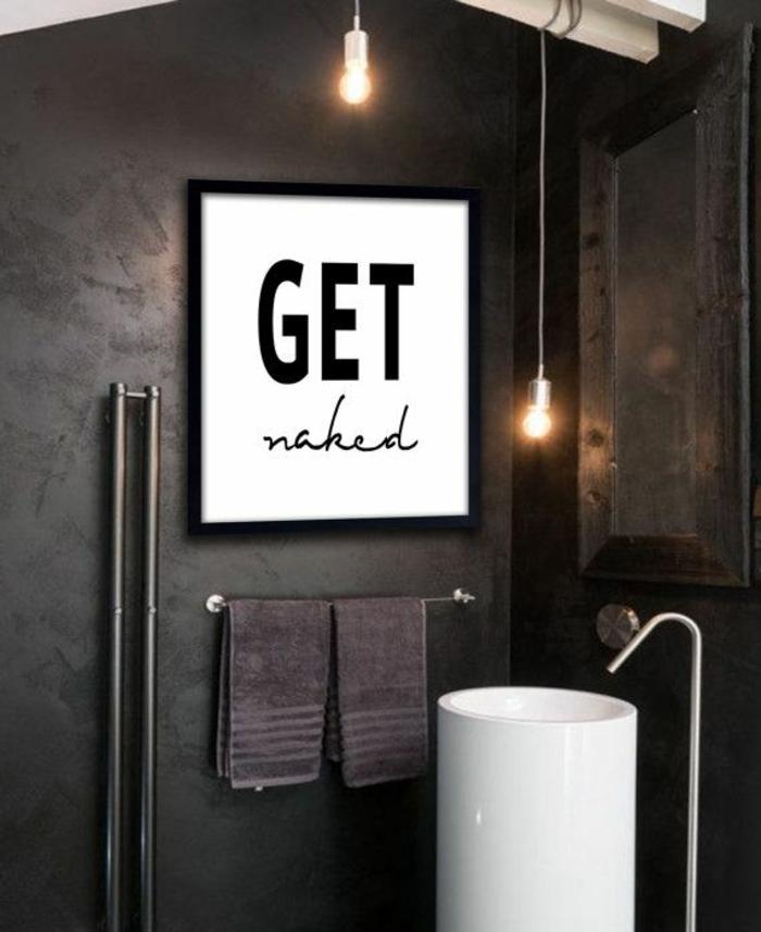 schwarzes-Badezimmer-stilvoll-minimalistisch-Get-Naked-Poster
