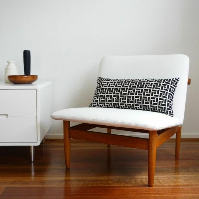 sessel in wei unpraktisch oder glamour s. Black Bedroom Furniture Sets. Home Design Ideas